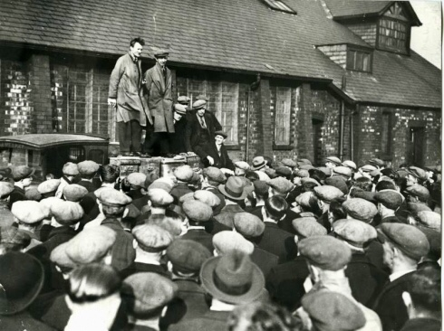 Wiredrawers' strike leaders Alf Bywater and Bill Dunn addressing the workers.